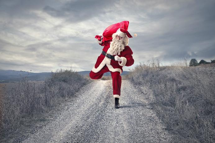 Rennender Weihnachtsmann in Werbespots und auf Weihnachtskarten