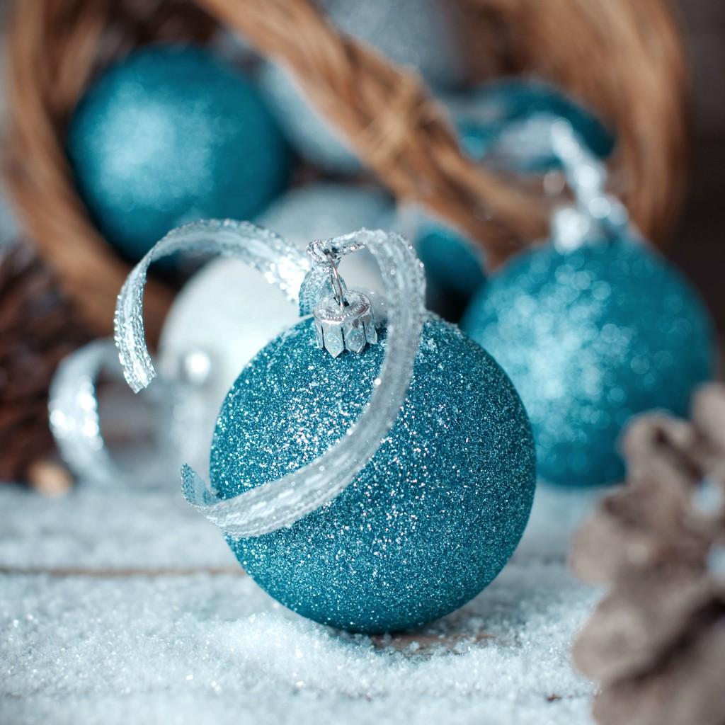 blaue Weihnachtskugeln für den Schmuck Ihres Weihnachtsbaumes